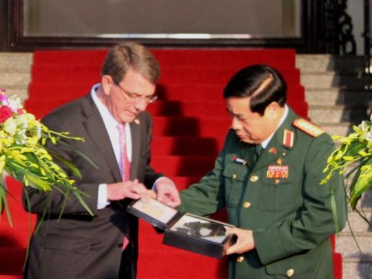 Bộ trưởng Quốc phòng Mỹ cho biết Quân đội Mỹ mong muốn và hy vọng những kỷ vật này sẽ được trao trả về cho người thân trong gia đình của người lính Việt Nam