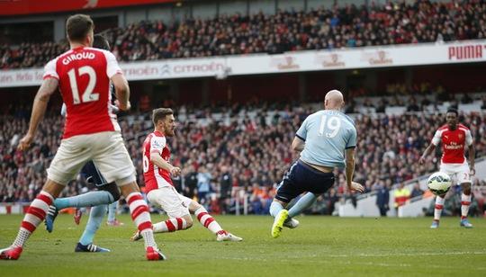 Aaron Ramsey ghi bàn thứ nhì