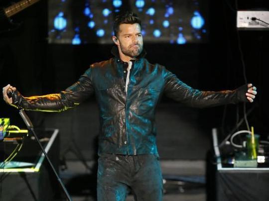Ricky Martin biểu diễn ở California, Mỹ hôm 10-2. Ảnh: Reuters
