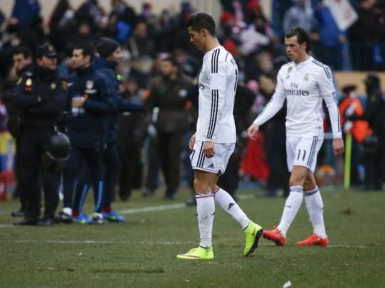 Ronaldo và Bale thất vọng rời sân