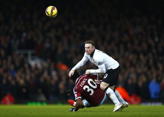 Rooney gặp khó trước lối chơi giàu thể lực của West Ham