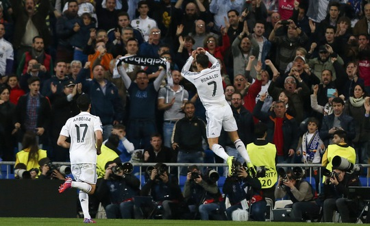 Ronaldo ăn mừng bàn thắng và cả kỷ lục mới của mình
