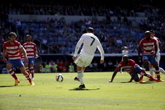 Ronaldo trong pha lập công