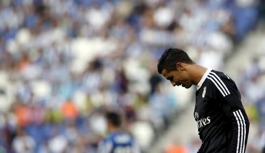 Ronaldo không vui dù ghi cả 3 bàn thắng cho Real Madrid.