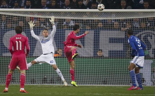 Ronaldo ghi bàn cho Real Madrid