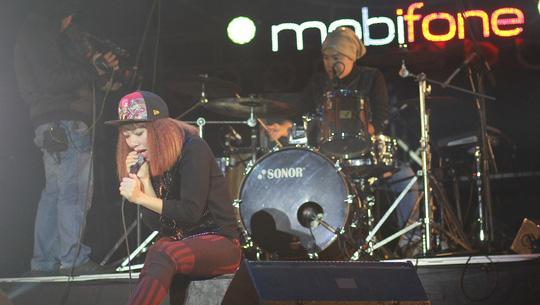 Hà Trần khiến khán giả phát cuồng khi chị chuyển sang hát rock