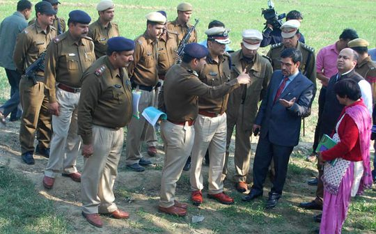 Cảnh sát điều tra tại hiện trường. Ảnh: Hindustan Times