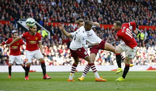 Wayne Rooney có pha ghi bàn đẳng cấp nâng tỉ số 2-0 cho M.U
