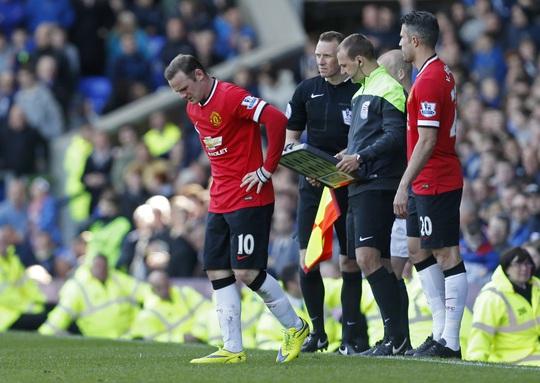 Rooney thi đấu không thành công và bị chấn thương nhẹ cuối trận