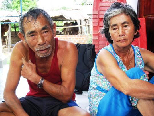 Vợ chồng ông Huỳnh Xuân Phương bức xúc với cách trả lời của Công an huyện Sơn Hòa