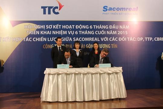 Đại diện Sacomreal ký hợp tác với nhiều đối tác