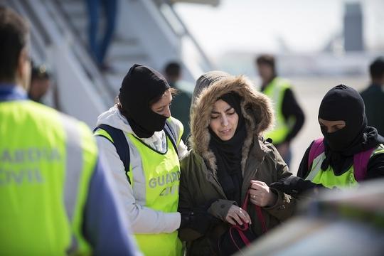 Samira Yerou bị bắt. Ảnh: Reuters