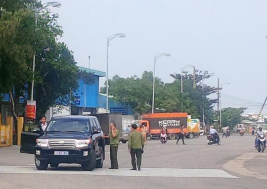 Đoàn xe của lực lượng hữu quan có mặt ở sân Đà Nẵng trong sáng 6-1, được cho là đi kiểm tra để chuẫn bị đón ông Thanh về