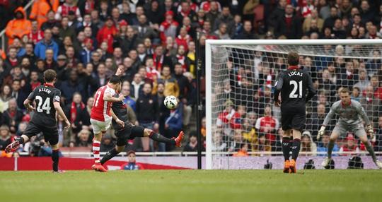 Sanchez với pha dứt điểm không thể cản phá, nâng cao cách biệt cho Arsenal