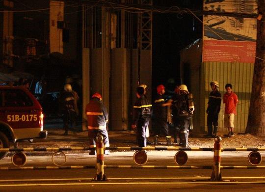 Lực lượng Cảnh sát PCCC đến hiện trường để cứu nạn