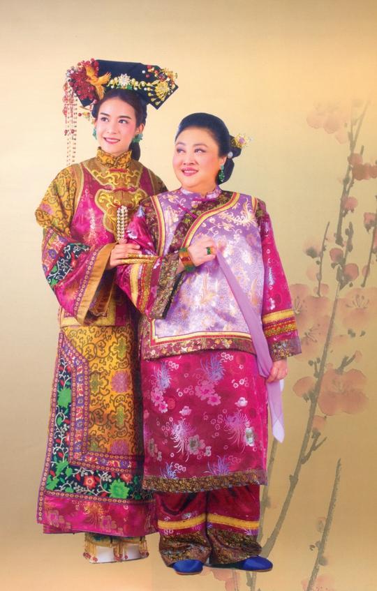 Công nương Soamasawali và nữ nghệ sĩ Kunpach trong vai mẹ con Từ Hy Thái Hậu