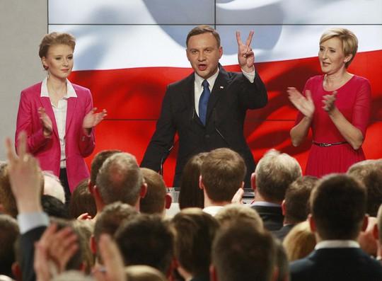 Ứng cử viên Tổng thống đối lập Andrzej Duda cũng bày tỏ tin tưởng vào chiến thắng ở vòng bỏ phiếu quyết định cuối tháng này. Ảnh: AP