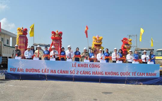 Phó Thủ tướng Hoàng Trung Hải thực hiện nghi lễ khởi công