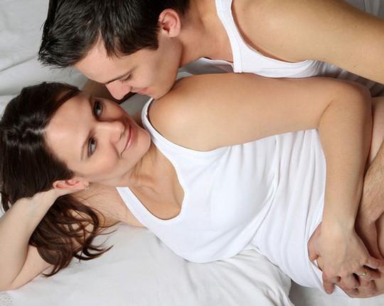 """Làm """"chuyện ấy"""" bao nhiêu lần/ngày khi muốn có thai?"""