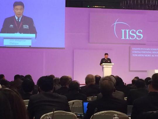 Đô đốc Tôn Kiến Quốc phát biểu tại Đối thoại Shangri-La. Ảnh: Twitter