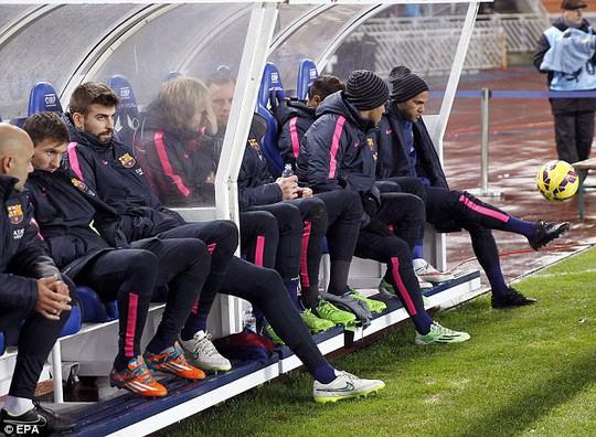Messi ngồi dự bị trong trận thua Sociedad hồi cuối tuần qua
