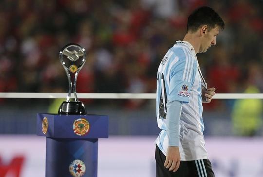 Messi từ chối giải thưởng Cầu thủ xuất sắc nhất Copa