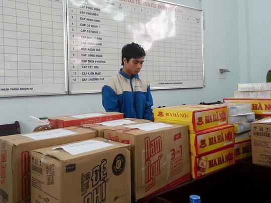 Phạm Bằng Tâm cùng một số hàng hóa là tang vật ăn trộm tại cơ quan công an