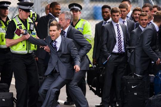 Simon Brodkin bị cảnh sát bắt vì giả thành cầu thủ Anh