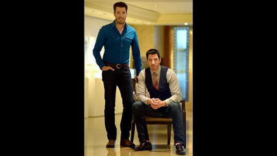 Jonathan Scott (trái) và người anh em Drew. Ảnh: Straits Times