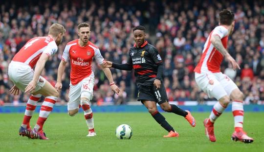 Sterling cô độc trong vòng vây hàng thủ Arsenal