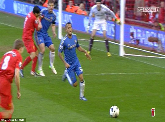 Suarez nổi điên vì bị vu khống cắn người