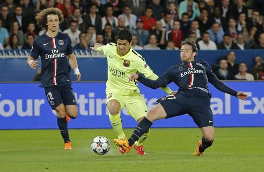 Suarez xé toang hàng phòng ngự của PSG