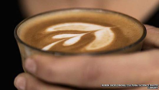 Nghiên cứu nêu khả năng cà phê khiến canxi ít lắng đọng ở thành mạch vànhẢnh: BBC