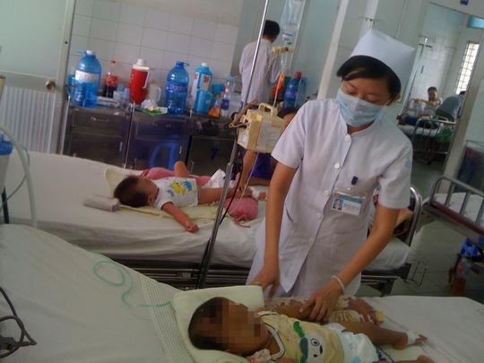 Bệnh nhi bị sốt xuất huyết đang được điều trị tại Bệnh viện Nhi Đồng 1 (TP HCM)