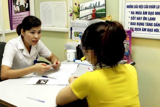 Tư vấn sức khỏe sinh sản cho nữ thanh niên tại Trung tâm Chăm sóc sức khỏe sinh sản Hà Nội