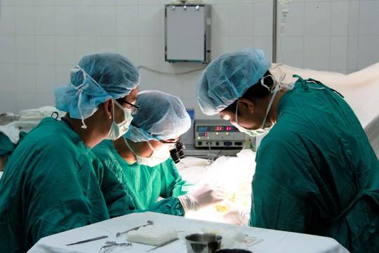 Một ca phẫu thuật tại Bệnh viện Chỉnh hình và Phục hồi chức năng TP HCMẢnh: HOÀNG TRIỀU