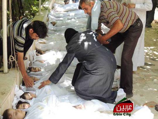 Những nạn nhân trẻ em thiệt mạng trong vụ tấn công bằng khí độc ở ngoại ô Damascus tháng 8-2013. Ảnh: AP