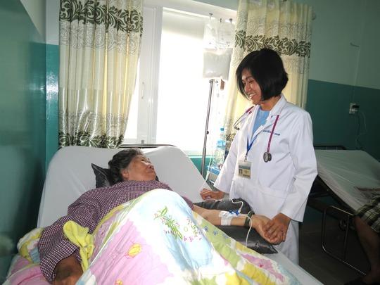 Hơn 3 giờ chiều, những phần quà Tết bắt đầu được chuyển đến các bệnh nhân ở lại.