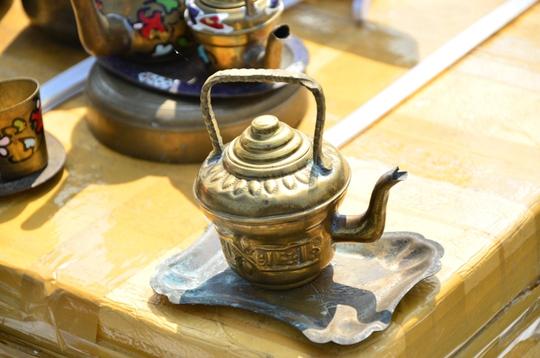 Ấm trà bằng đồng cổ