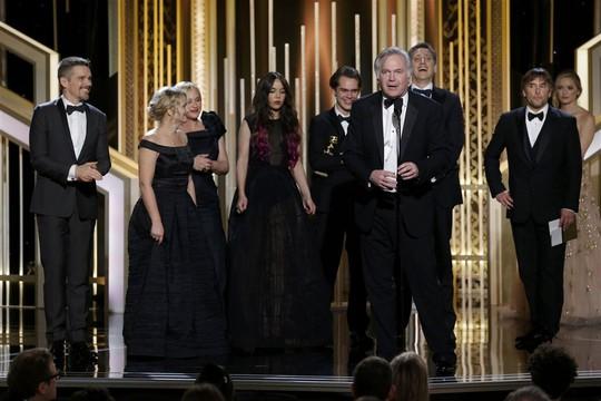 Nhà sản xuất phim Boyhood phát biểu khi nhận giải Quả cầu vàng PHim điện ảnh chính kịch xuất sắc nhất cùng đoàn làm phim. Ảnh: Reuters