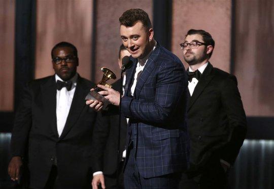 Sam Smith nhận giải quan trọng nhất: Thu âm của năm (cho ca khúc Stay With Me)