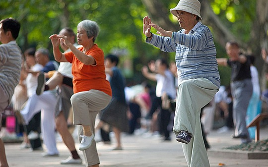 Con người có thể tăng tuổi thọ nhờ tập thể dục, ăn uống điều độ. Ảnh: Telegraph