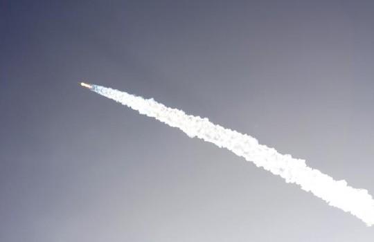 Tên lửa SpaceX Falcon 9 được phóng chưa đầy 3 phút...Ảnh: AP