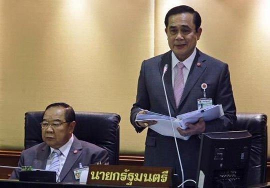 Thủ tướng Thái Prayuth Chan-ocha (phải) và Phó Thủ tướng Prawit Wongsuwan