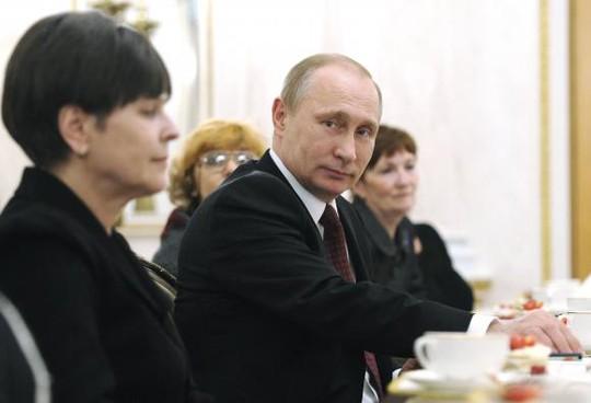 Sự xuất hiện của ông Putin trên phương tiện truyền thông bác bỏ tin đồn gần đây. Ảnh: Reuters