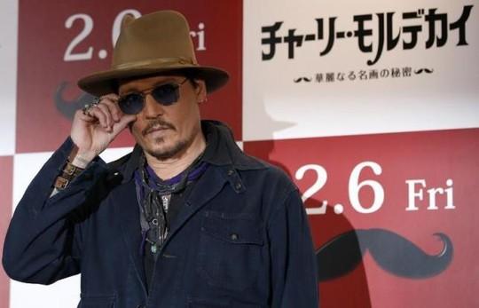 Johnny Depp gặp rắc rối vì chó cưng