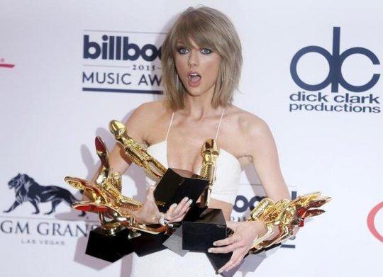 Taylor Swift đứng thứ hai mặc đẹp