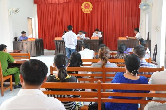 Toàn cảnh phiên tòa xét xử sơ thẩm, sáng 12-5