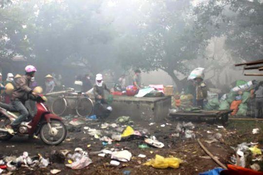 Cảnh tan hoang sau vụ cháy chợ Ba Đồn
