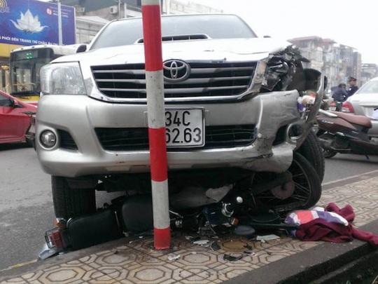 Một vụ tai nạn giao thông nghiêm trọng xảy ra ở Hà Nội - Ảnh: GTVT